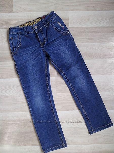 Синие повседневные джинсы на мальчика. Рост 128 см