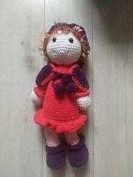 Кукла ручной работы вязаная с шапкой и кофтой. 45 см