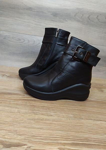 Кожаные демисезонные ботинки на танкетке , 36  р. натуральная кожа