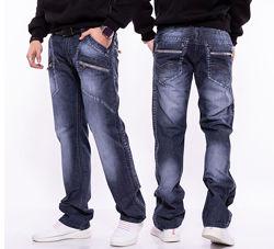 Прямые, классические, базовые, фирменные джинсы, слегка зауженные к низу