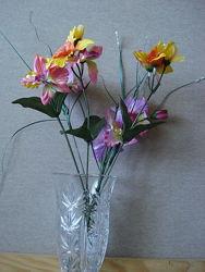 Маленькие букетики цветов для интерьера