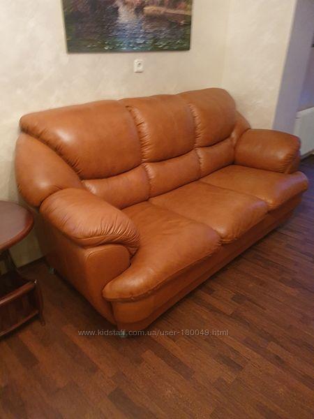 Продам раскладной кожаный диван и кресло