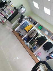 Шкафы выставочные для одежды