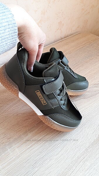 Стильні та легкі кросівки для хлопчиків TM Bekko.