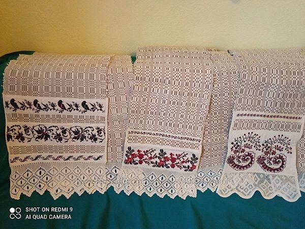 Рушник тканный с вышивкой и кружевом