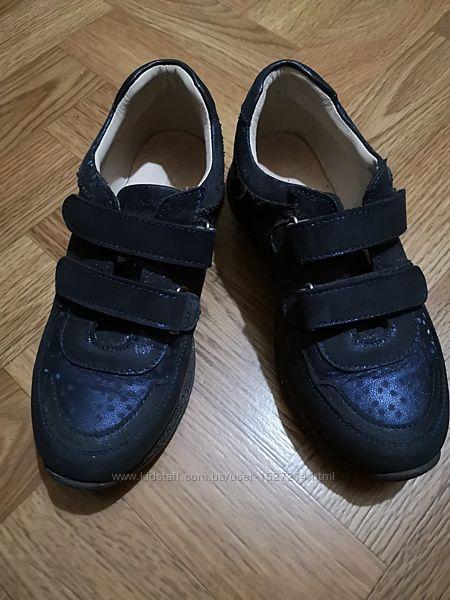 Ортопедичні кросівки для дівчинки Theo Leo