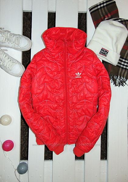 ярка фірмова куртка adidas XS34