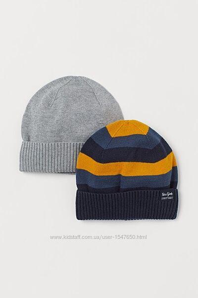 Комплектом демисезонные шапки на мальчика 92-104 р. H&M