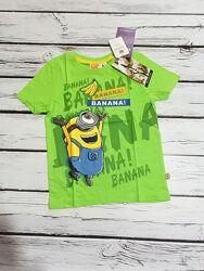 Очень яркая и веселая футболка на мальчика с миньонами