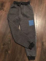 Утеплённые спортивные штаны на р. 116-122