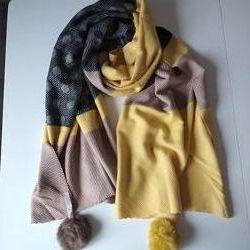 Кашемировый шарф с помпонами