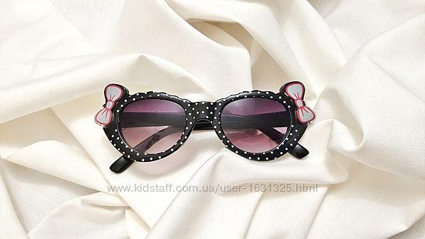 Очки солнцезащитные детские на подарок на девочку чёрные белый горошек