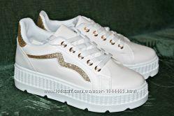 Стильные и элегантные белые кроссовки