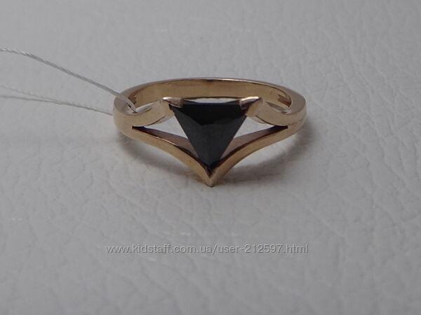 Позолоченное серебряное кольцо. р. 18