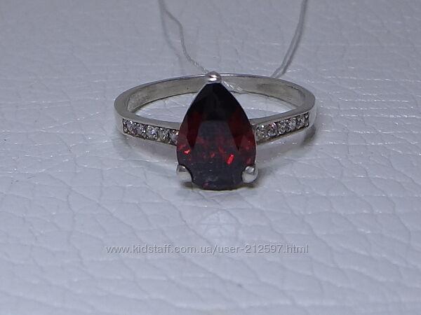 Серебряное кольцо с цветным цирконием р. 18