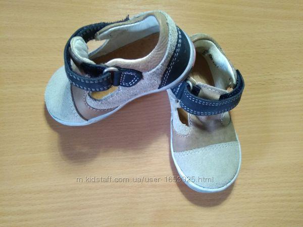 Новые кожаные туфельки ботиночки 19 размера