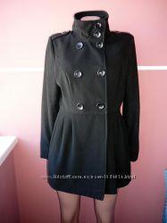 Пальто 12 размера легкое , материал очень приятный к телу