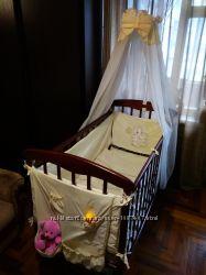 Кроватка детская, матрас, постель, балдахин