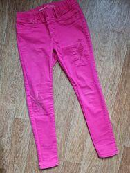 Модные яркие розовые джинсы джегинсы на 10-11лет