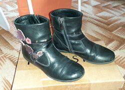 Демисезонные деми ботинки для девочки 30 размер 19,5 см по стельке.