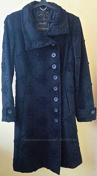 Стильное женское пальто испанского бренда Desigual