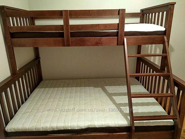 Трехместная кровать с ящиками.