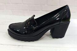 Нові жіночі лакові туфлі на тракторній платформі george 40.5р 41р