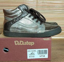 Стильные кожаные ботинки для девочки D. D. STEP. 34р.