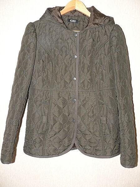 Курточка демисезонная, очень красивая, стеганая, размер м